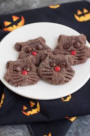 Hilarious Pictures of Cookies That Look Like Cats